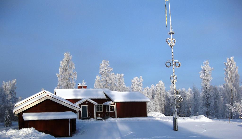 Vinterbild på bystugan i Sätra Insjön